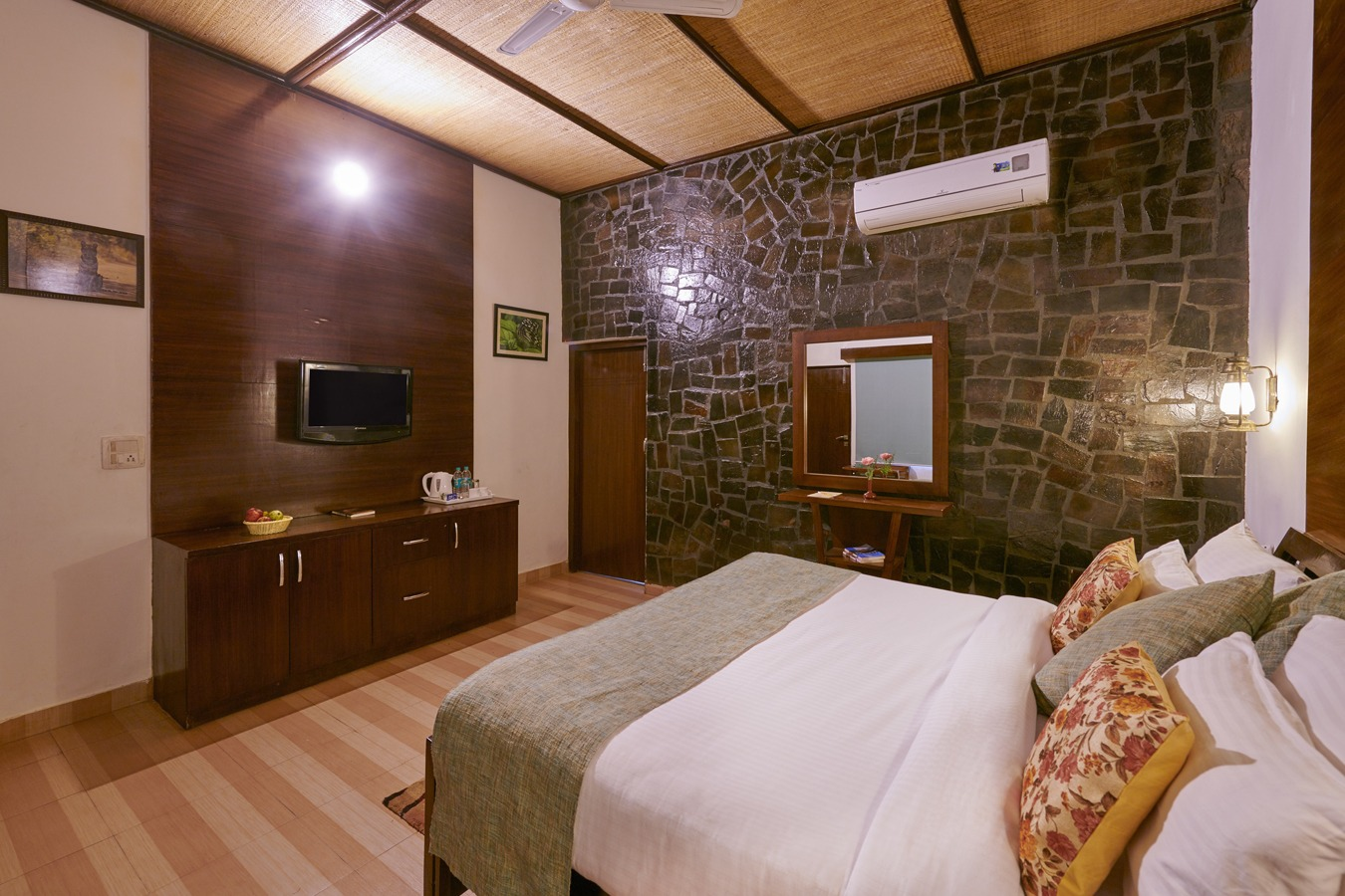 Wilderness Room in corbett
